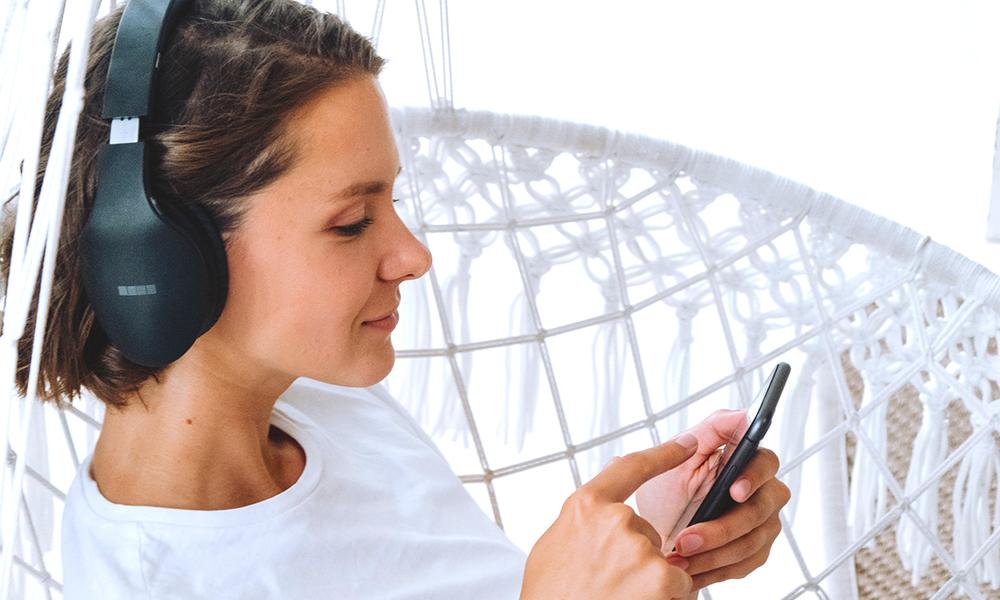 скачать музыку на телефон
