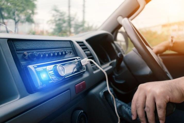 скачать музыку в машину